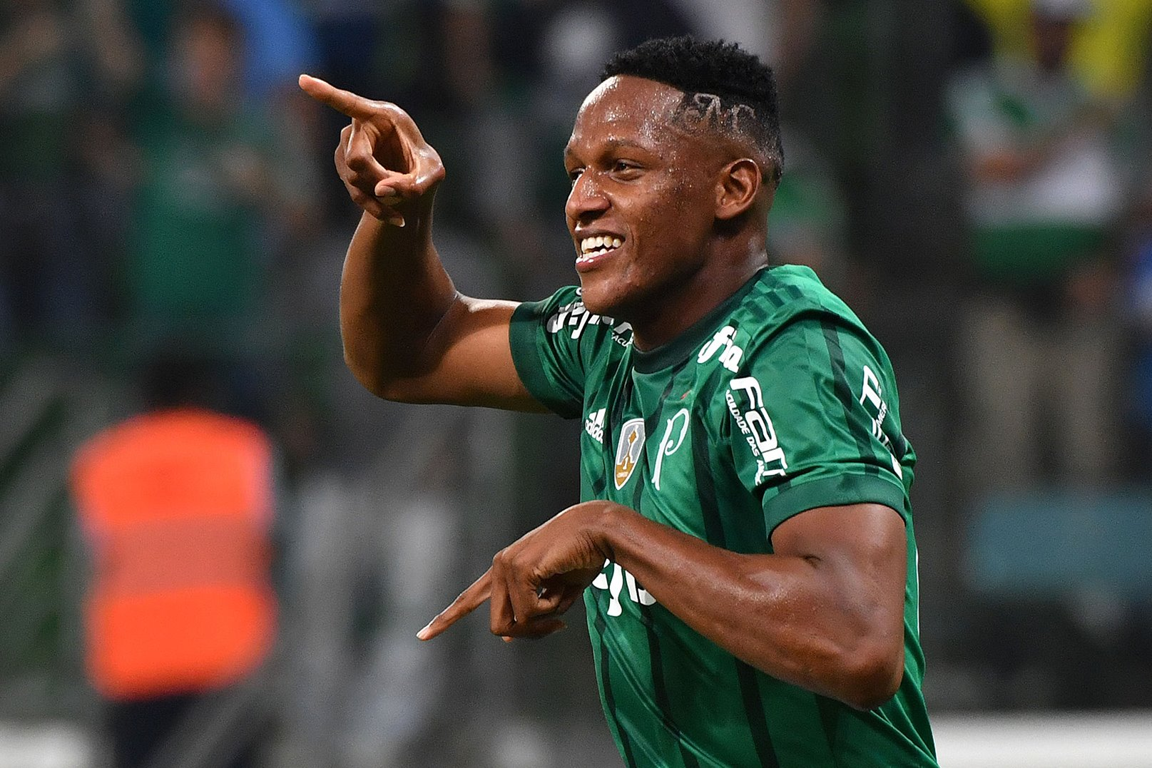 Mina of Brazil's Palmeiras celebrates his goal against Argentina's Atletico Tucuman during their 2017 Copa Libertadores football match held at Allianz Parque stadium, in Sao Paulo, Brazil on May 24, 2017. / AFP PHOTO / NELSON ALMEIDA (Photo credit should read NELSON ALMEIDA/AFP/Getty Images)