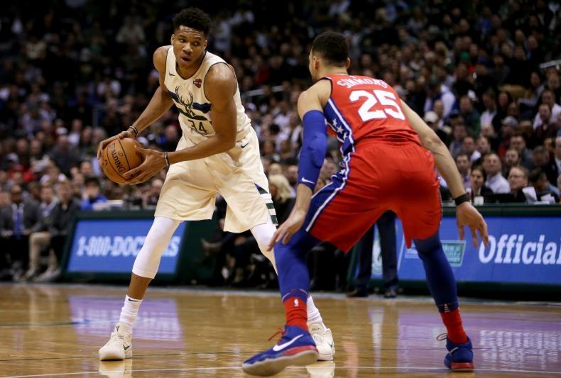 Antetokounmpo e Simmons in Bucks-Sixers