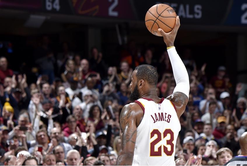 LeBron James vs New Orleans Pelicans 310
