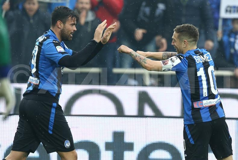 Esultanza di Petagna e Gomez al gol segn