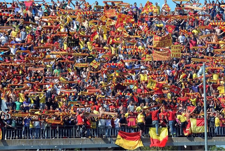 US Lecce la curva giallorossa