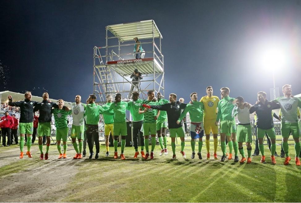 Holstein Kiel v VfL Wolfsburg - Bundesli