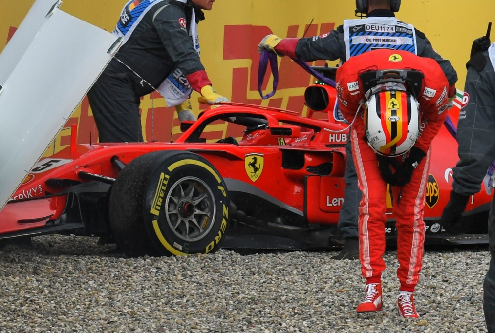 Vettel a muro