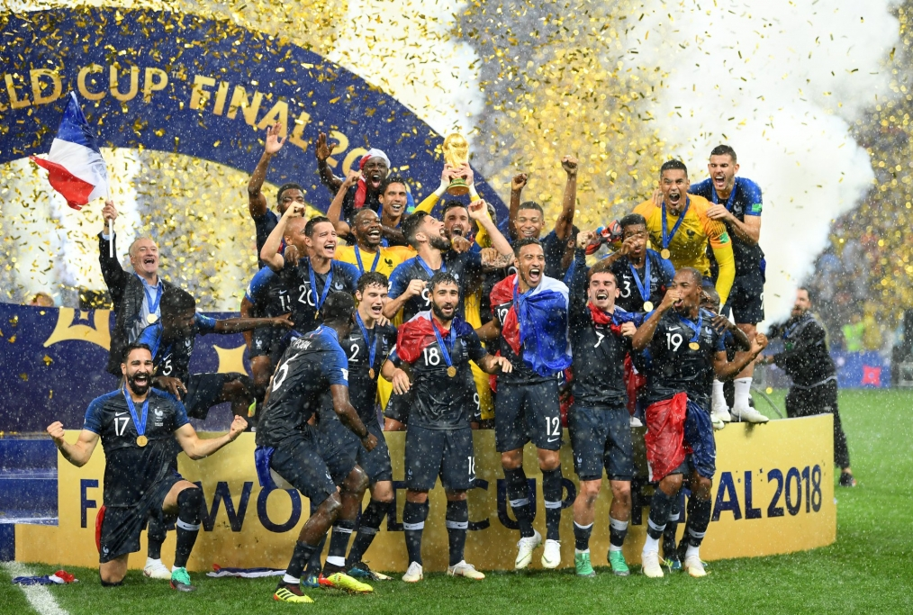 Lloris alza al cielo la seconda Coppa de