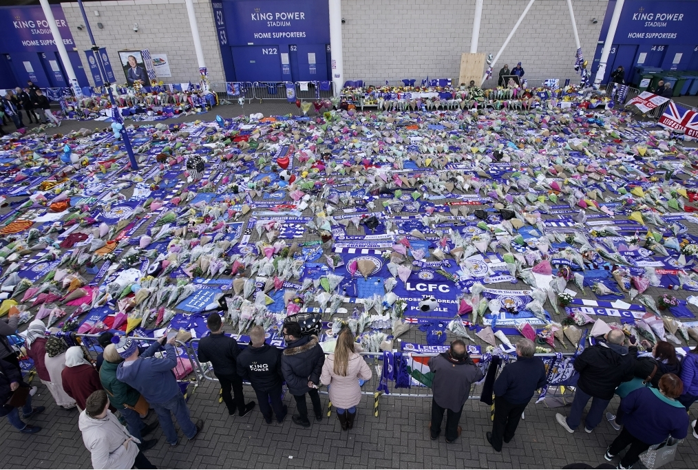 Mourners Pay Tribute After Leicester Cit