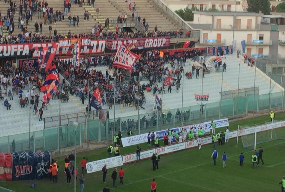 Taranto fans