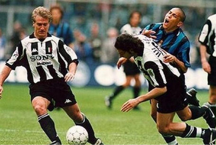 Iuliano e Ronaldo