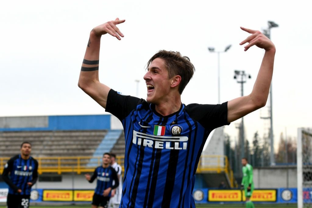 SESTO SAN GIOVANNI, ITALY - DECEMBER 02: Nicolo Zaniolo of FC Internazionale celebrates after scoring the first goal during the Serie A Primavera match between FC Internazionale U19 and Juventus FC U19 at Stadio Breda on December 2, 2017 in near Sesto San Giovanni, Italy. (Photo by Claudio Villa - Inter/Inter via Getty Images)