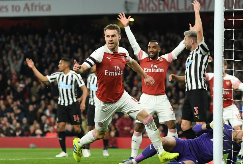 Ramsey esulta dopo il gol del vantaggio