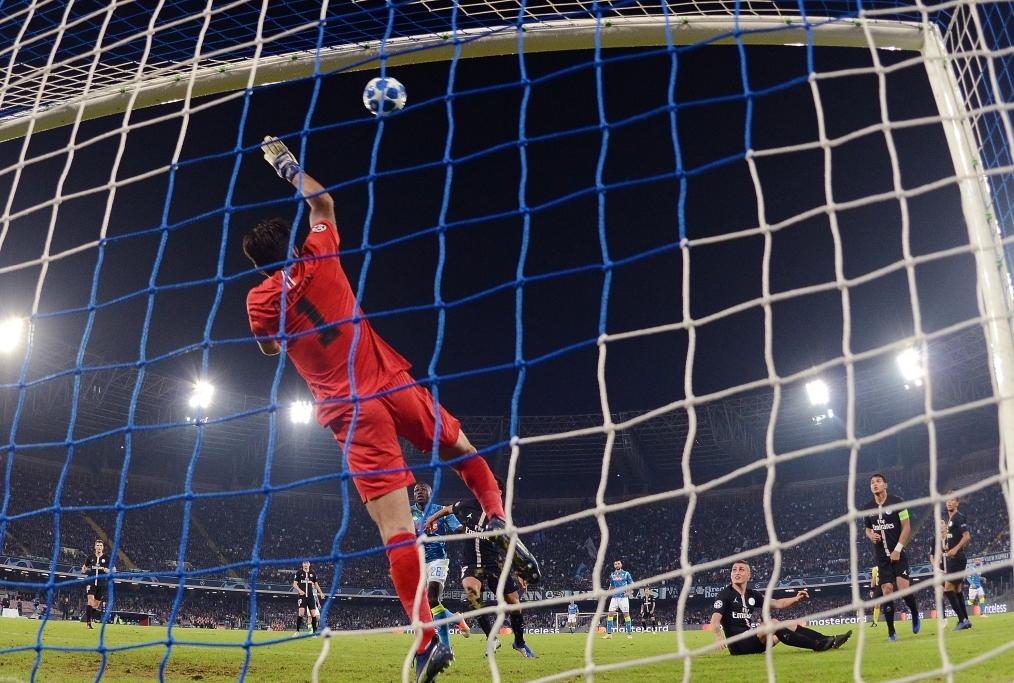 SSC Napoli v Paris Saint-Germain - UEFA