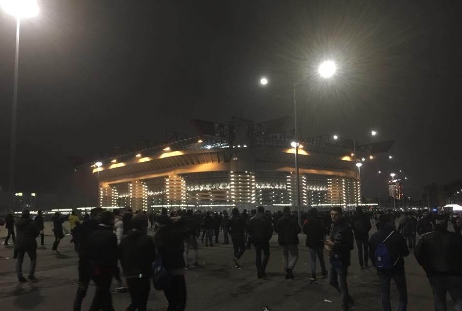 San siro di notte prima di Inter-Barcell