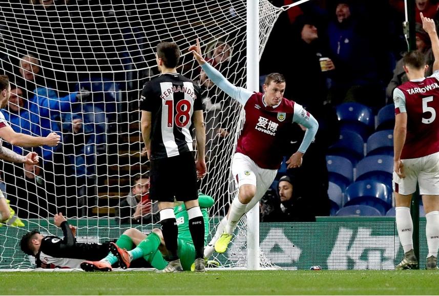 Wood esulta dopo il gol al Newcastle