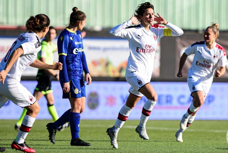 Giacinti esulta dopo il gol al Verona