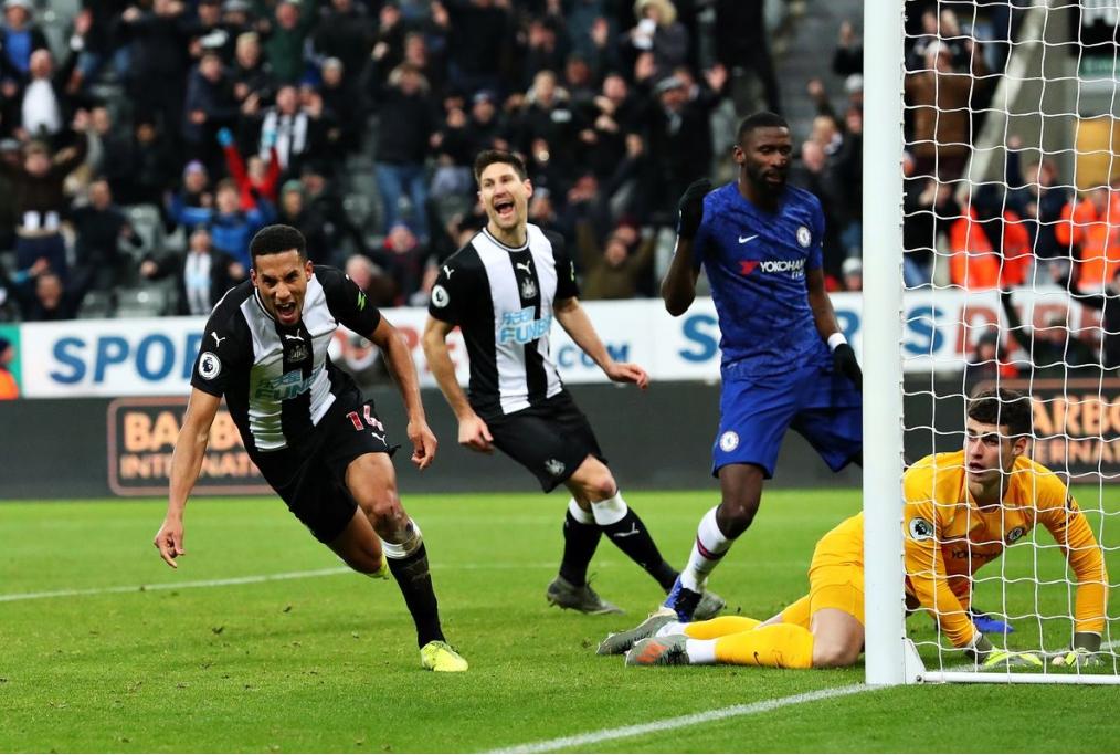 Hayden esulta dopo il gol al Chelsea