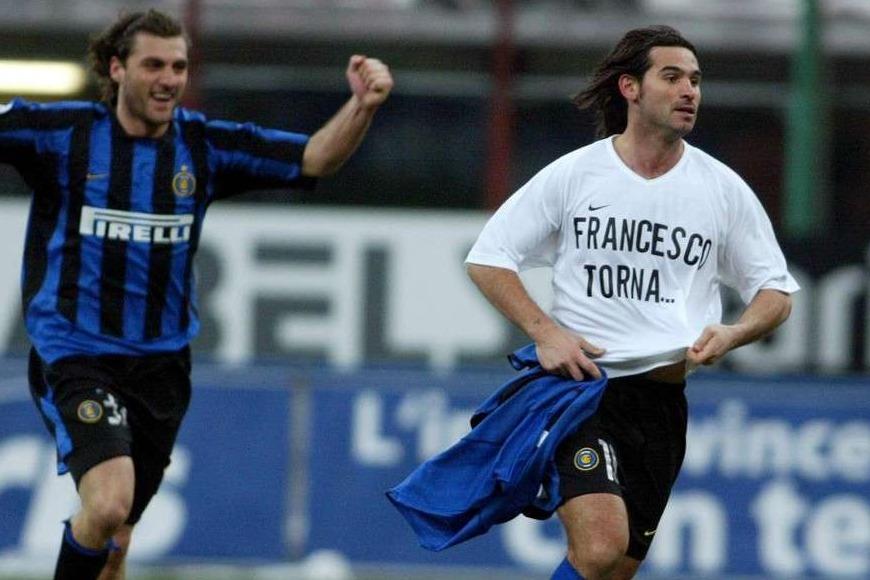 ***** Collection Juventus *****© MARCO ROSI LAPRESSE12-02-2004 MILANOSPORT - CALCIOTIM CUP 2003-2004 INTER - JUVENTUSNELLA FOTO DANIELE ADANI ESULTA DOPO LA RETE INSEGUITI DA CHRISTIAN VIERI
