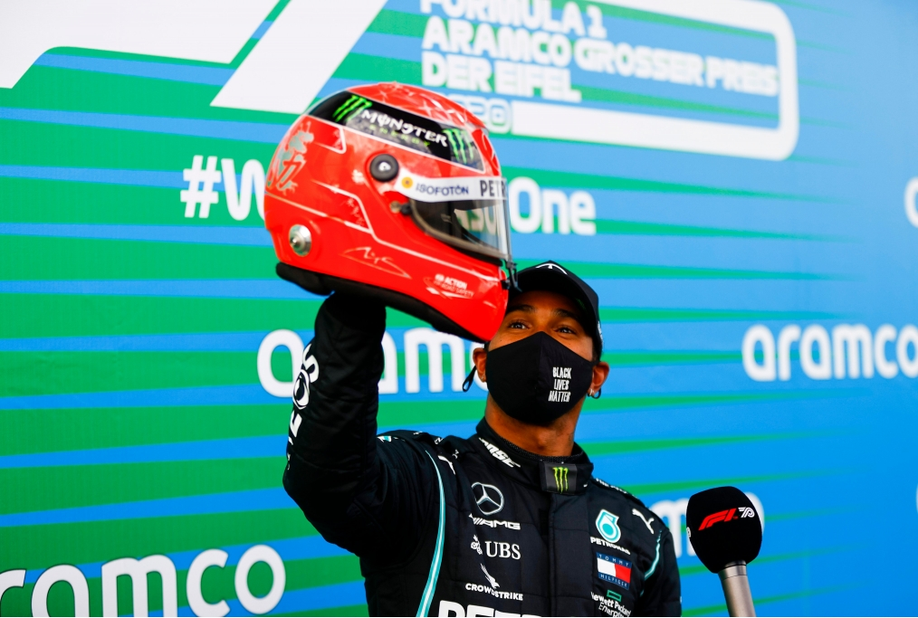 Lewis Hamilton e il casco di Michael Sch