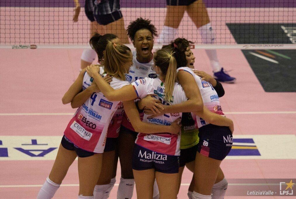 Abbraccio finale Igor Volley