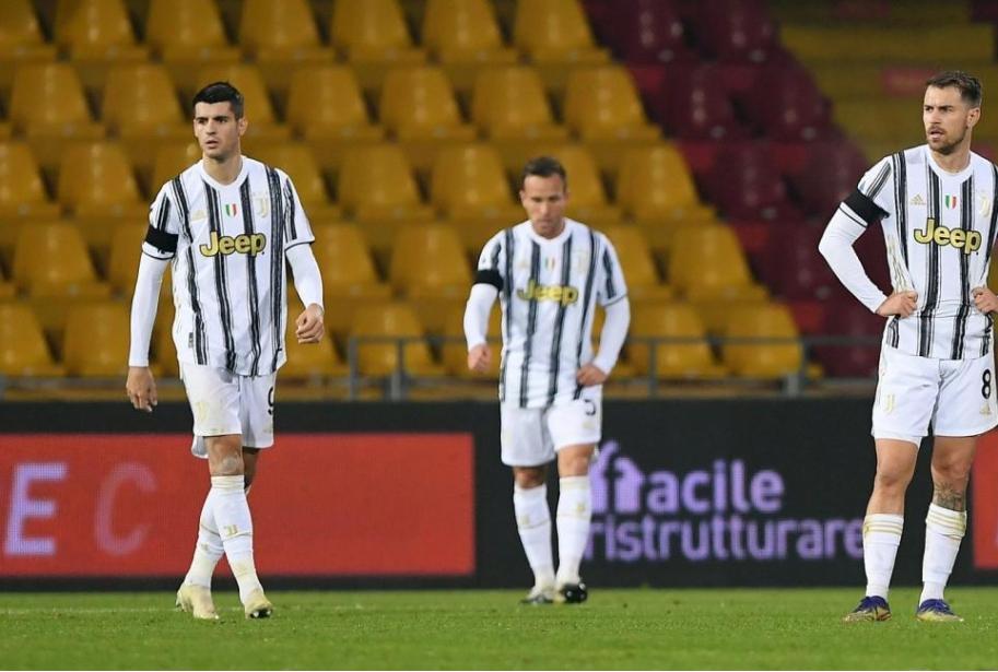 Giocatori Juve dopo il pari a Benevento