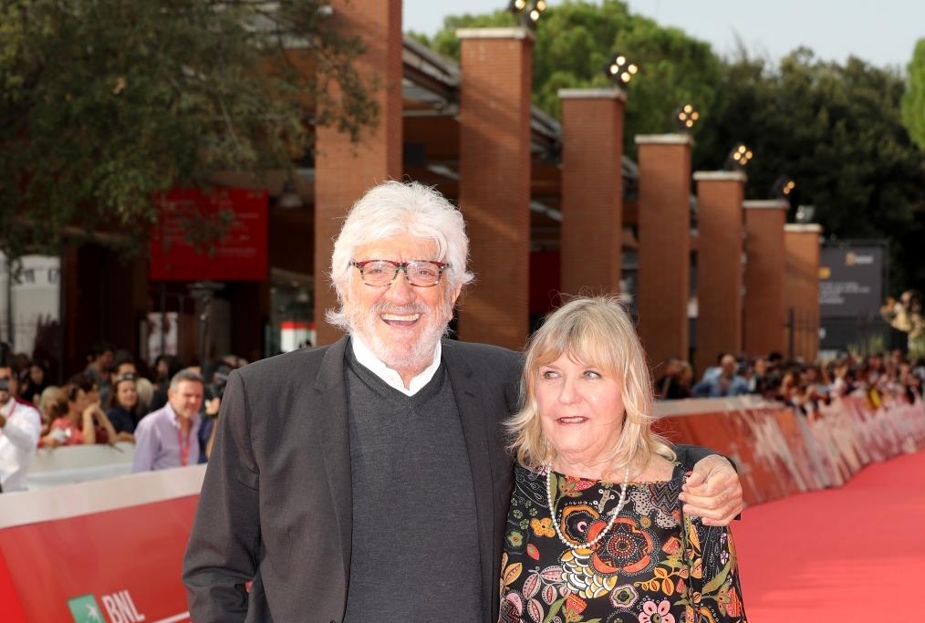 Gigi Proietti e la sua compagna