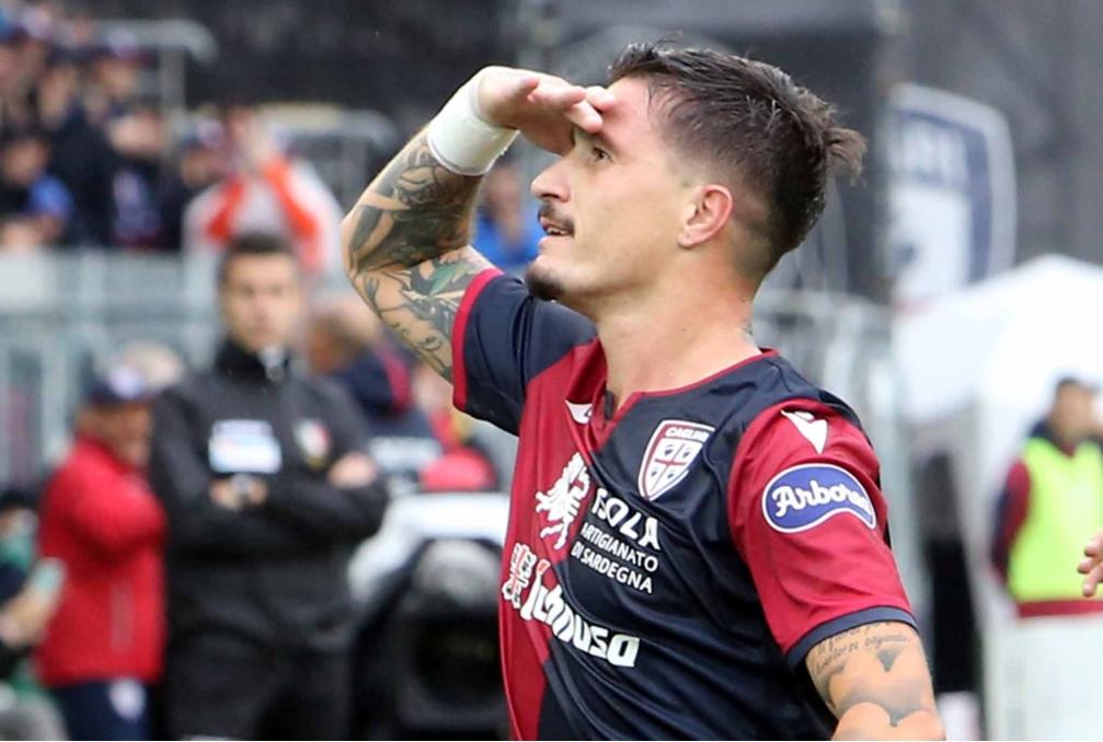 Pisacane con la maglia del Cagliari